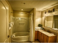 Deluxe Suite - Second Bathroom